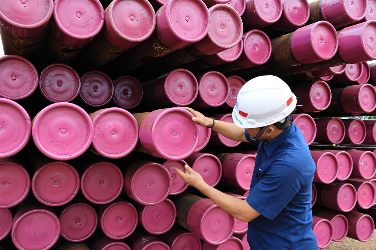 worker checking pink tubes from Vallourec